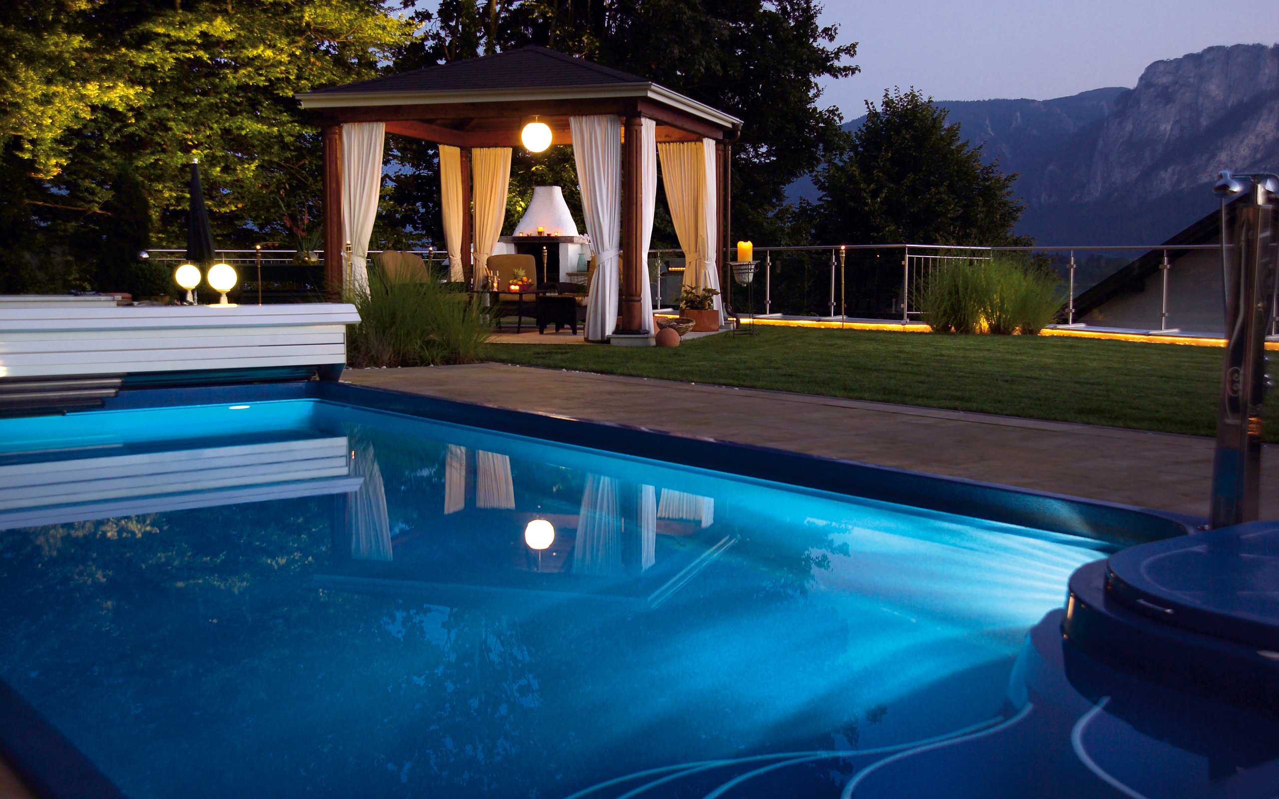 Interior_Pool_in_mountains_028444_.jpg